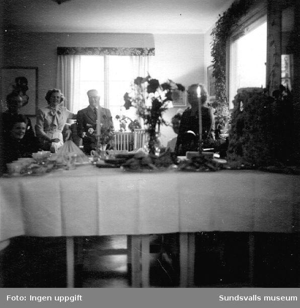 Platschefen för Östrandsfabriken tar emot gäster i tjänstebostaden.