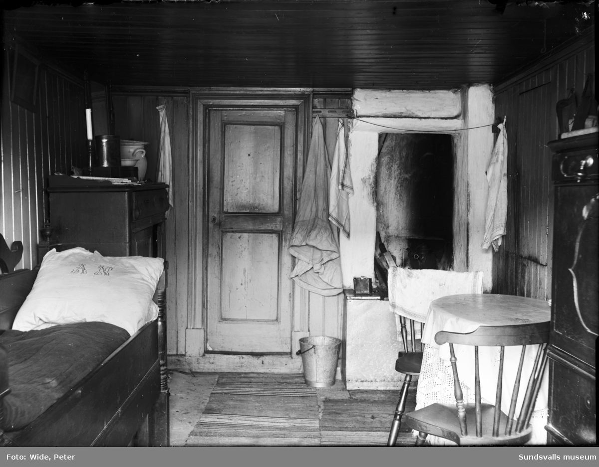 Interiör från ett spisrum i den östra nödbaracken, uppförd efter stadsbranden 1888.
