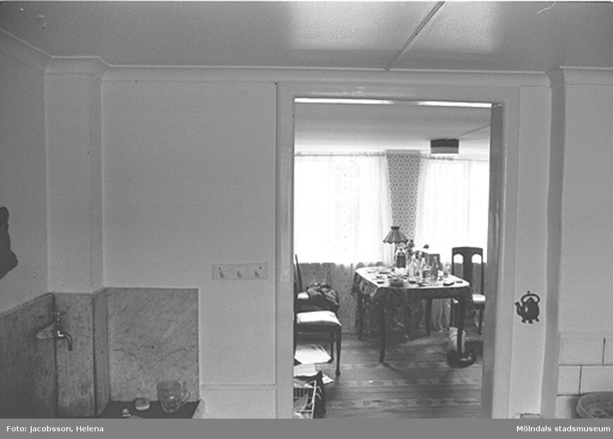 Interiörbild i bostadshus på Roten M 34 i Mölndals Kvarnby, 1972.