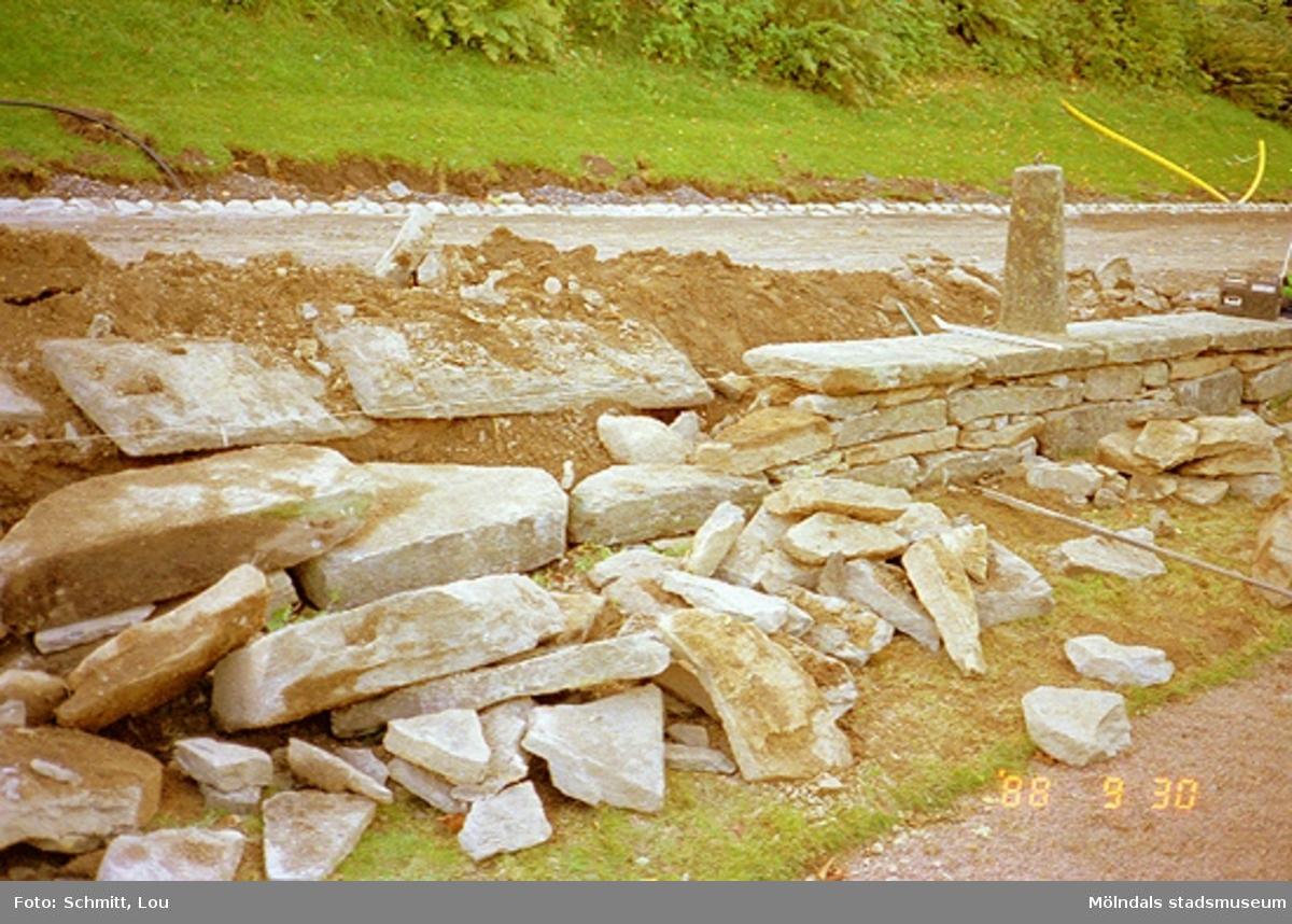 Arbeten med muren vid Gunnebo slott.