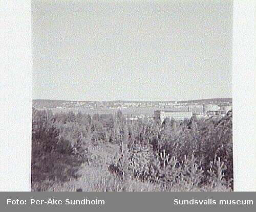 Vy fr Skönsmon, fr söder mot oljehamnen och Skönsberg. Det tänkta läget för högbron.
