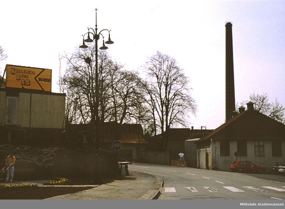 Lyktplatsen i Kvarnbyn.  Gatyktan invigs på Kvarnbydagen 25/4-1993.