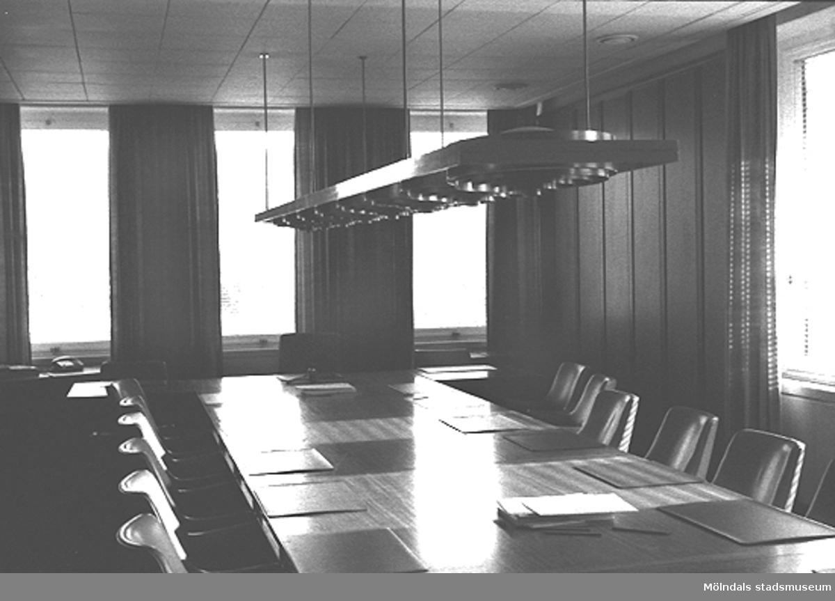 Ett sammanträdesrum i Mölndals stadshus.