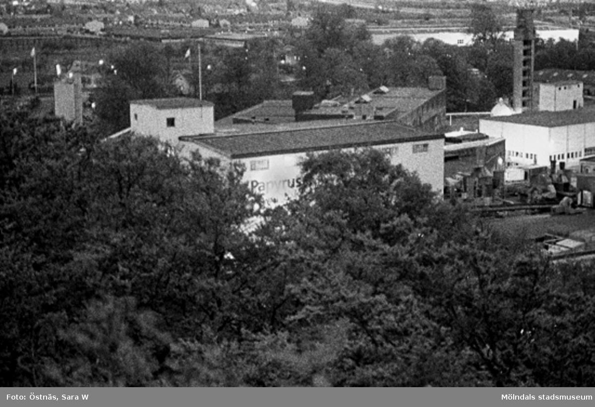 Utsikt över Papyrus och Kvarnbyn.Bilden ingår i serie från produktion och interiör på pappersindustrin Papyrus.