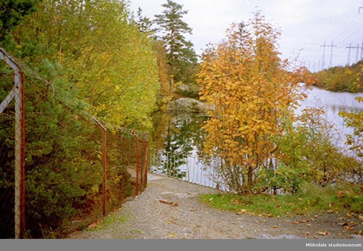Rivning av vattenverket, Pixbovägen 34, Kikås 1:219 vid Södra Långvattnet, Grevedämmet oktober 1994.