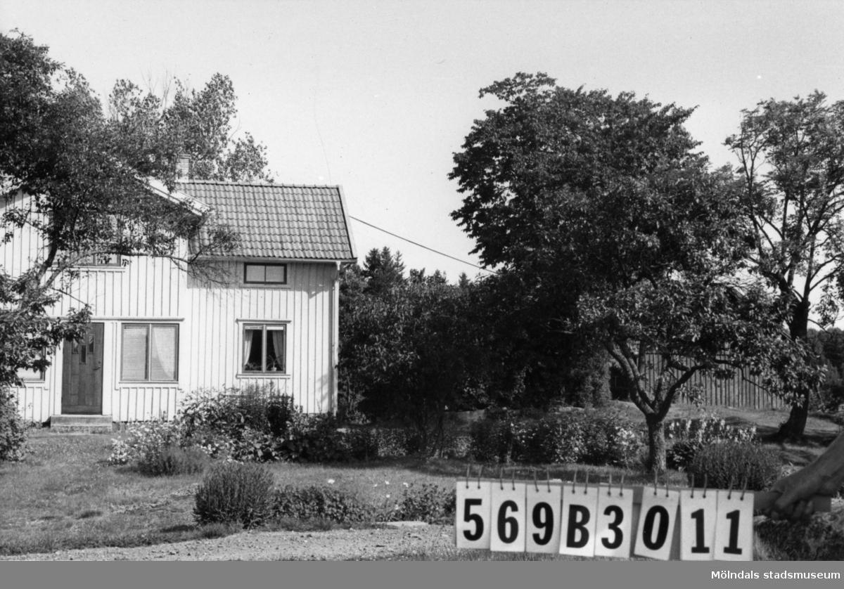 Byggnadsinventering i Lindome 1968. Bräcka 1:3. Hus nr: 569B3011. Benämning: permanent bostad, ladugård och redskapsbod. Kvalitet, bostadshus: god. Kvalitet, övriga: mindre god. Material: trä. Tillfartsväg: framkomlig.