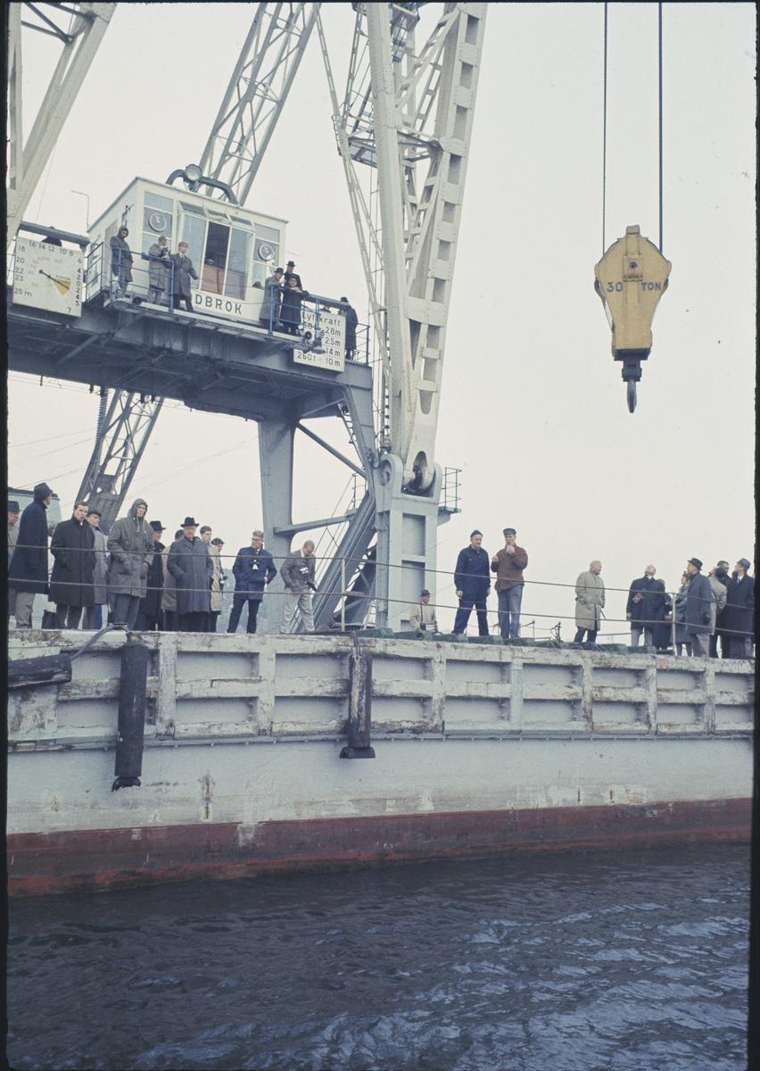 Fartyg: LODBROK                         Övrigt: Lyftkranen Lodbrok som bl.a bärgade de ankare som fanns ombord på Vasa. Många av dem var inte från Vasa utan hade fastnat i vraket under alla de år det låg på Strömmens botten.