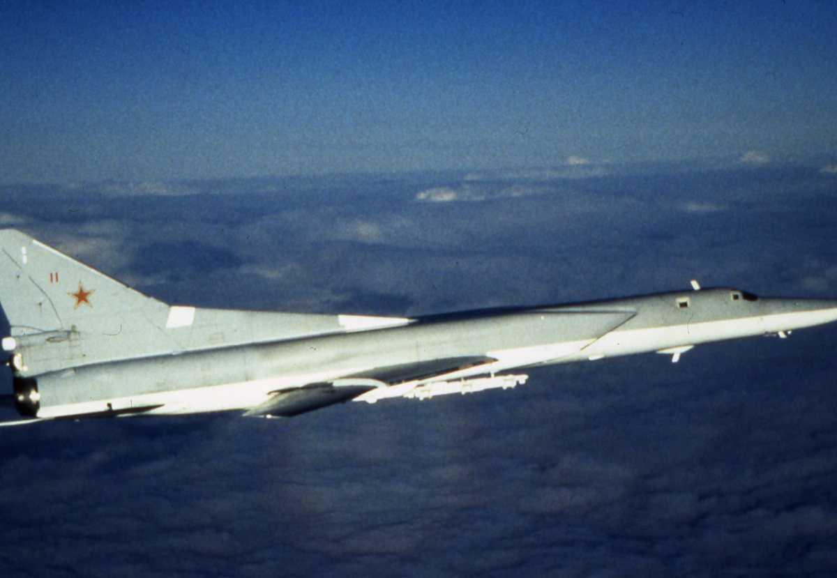 Russisk fly av typen Backfire C med nr. 11.
