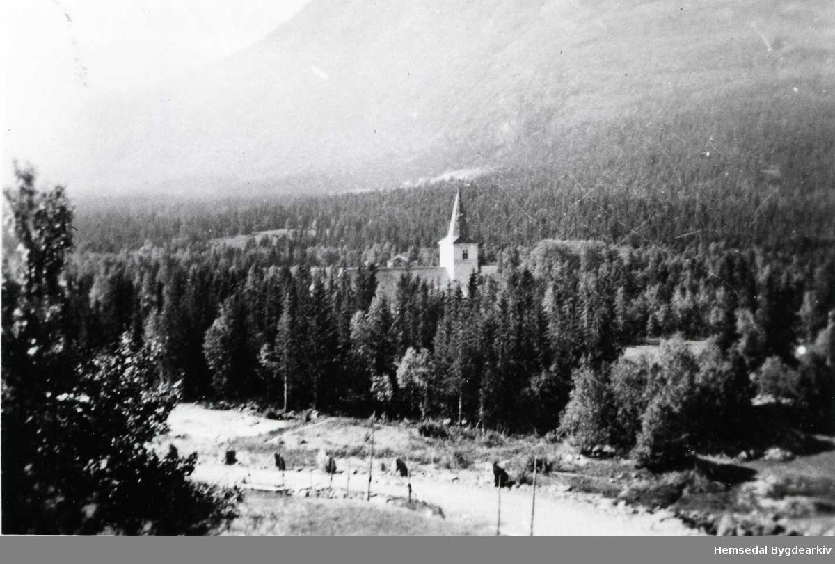 Utsyn frå garden Haugen, 67.10, mot Hemsedal kyrkje, 1950