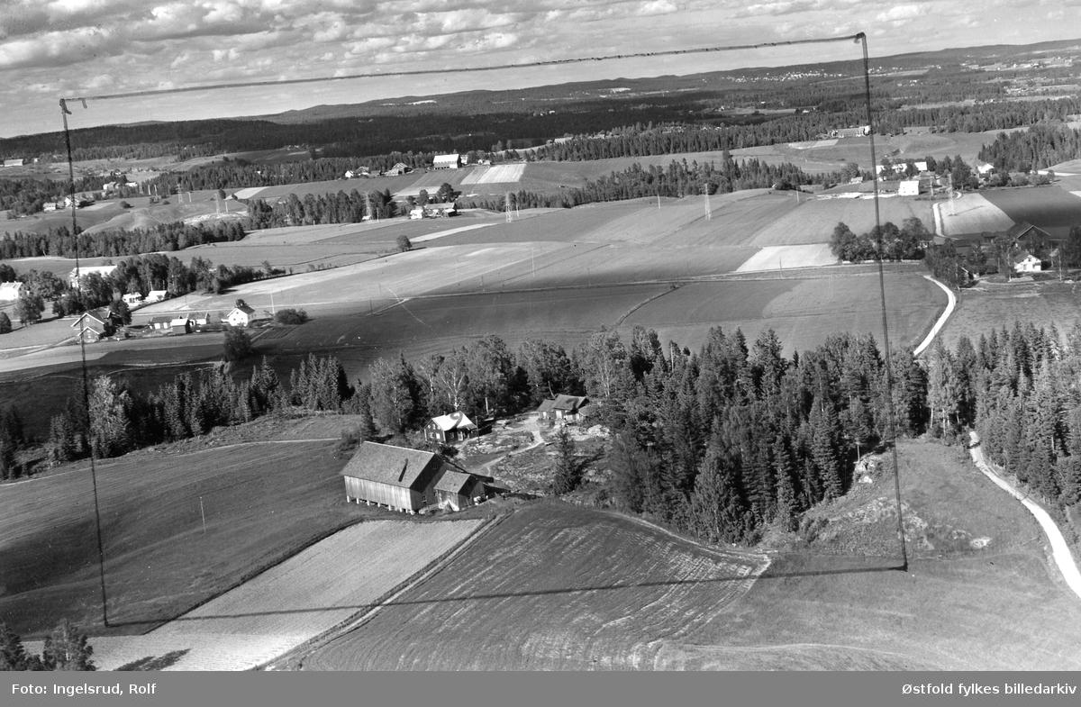 Finstad gård  i Skiptvet, flyfoto 22. juni 1956.