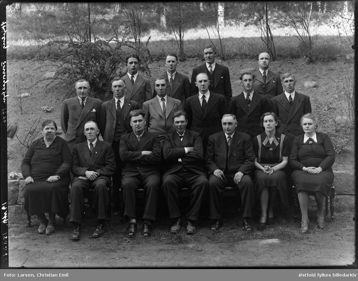 Skjeberg forsorgsstyre 1946. Ukjente personer. Bakre rekke fra venstre nr to: Kristian Solberg, dreiv kolonial på Ise.