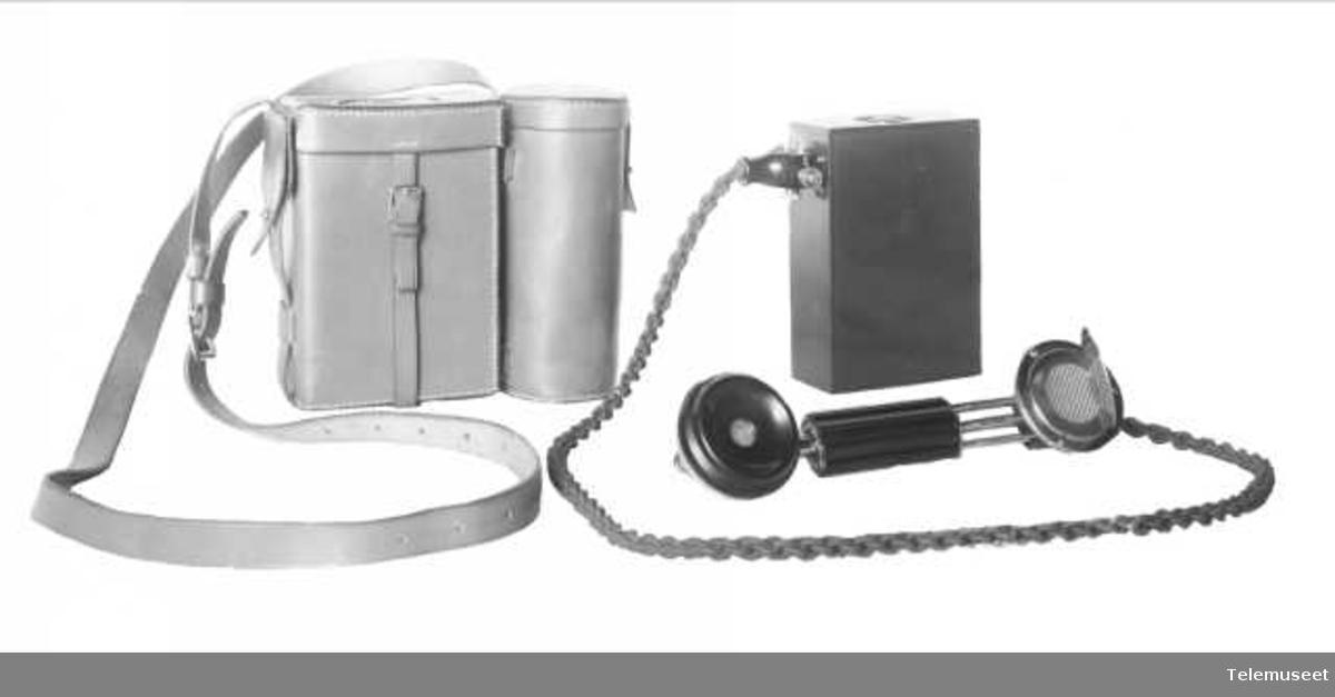 Telefonapparat, felttelefon, liten modell. Elektrisk Bureau.