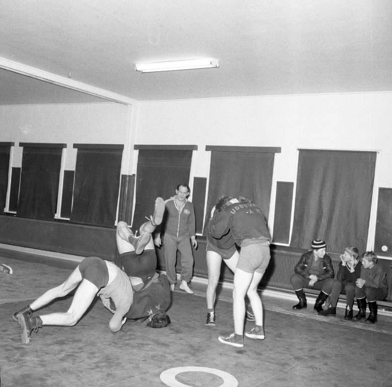"""Enligt notering: """"Brottningsträning hallen 18/1 1960""""."""