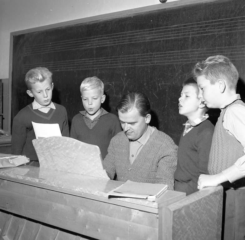 """Enligt notering: """"K F U M Sångkör Nov -60""""."""