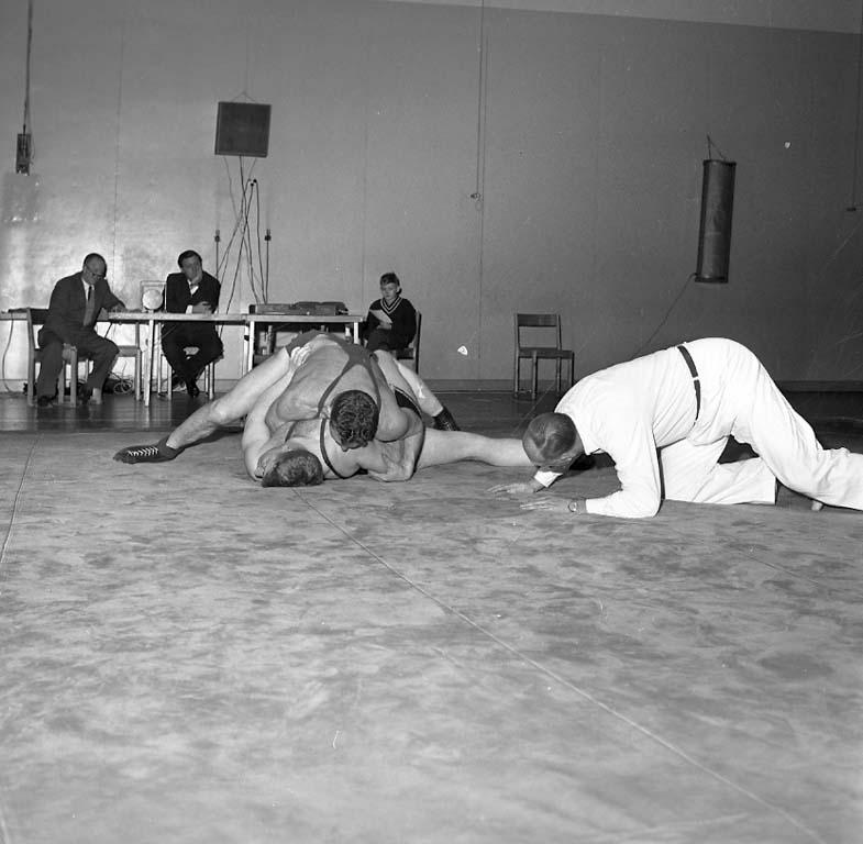 """Enligt notering: """"Brottning Idrottshallen 25/1 1961""""."""