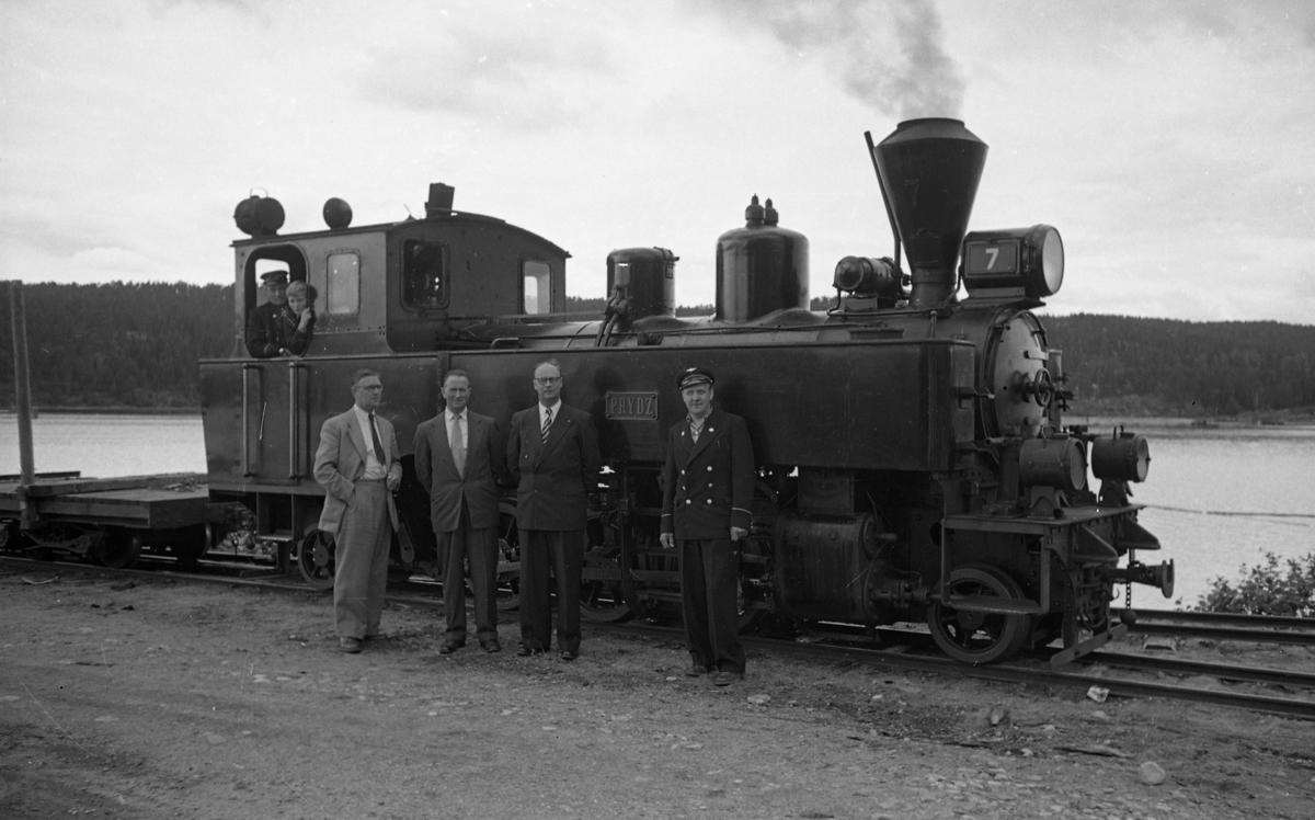 Damplok 7 PRYDZ med diverse jernbanepersonale på Skulerud brygge.