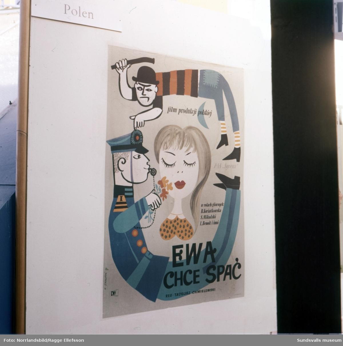 Utställning av affischer på varuhuset Forum.