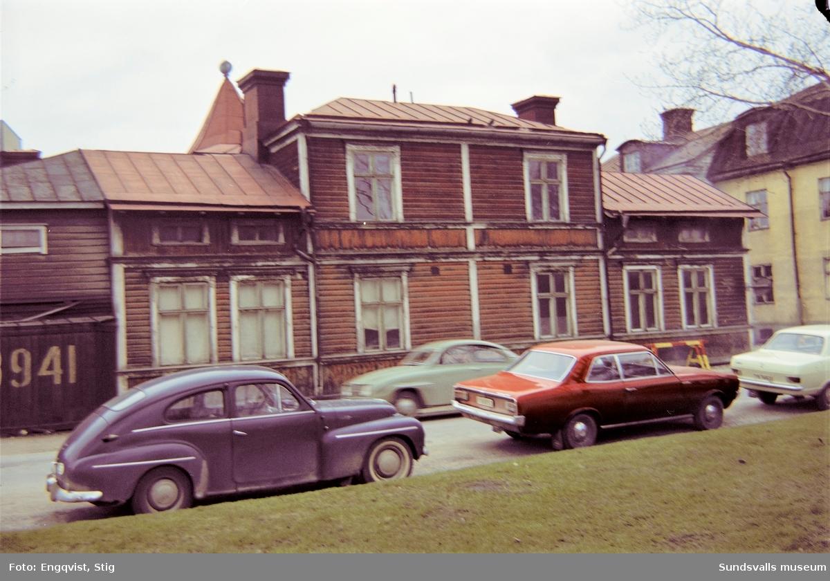 Hus på Skepparegatan 13, under rivningarna av Norrmalm.