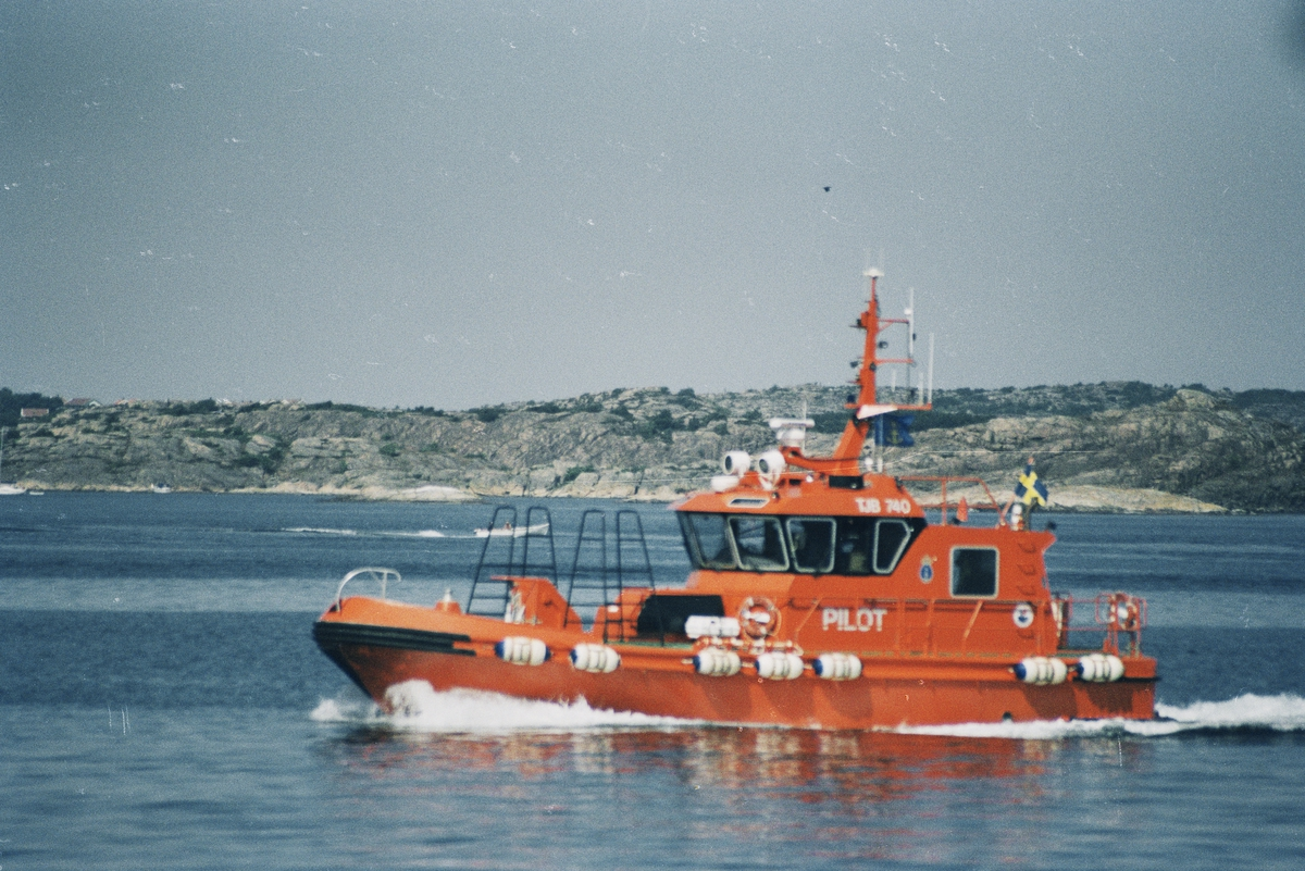 Fartyg: PILOT                           Övrigt: TJB 740 Brofjorden lotsbåt Foto: 2005? Ej inskannad dubblett finns: Fo182100AF-19