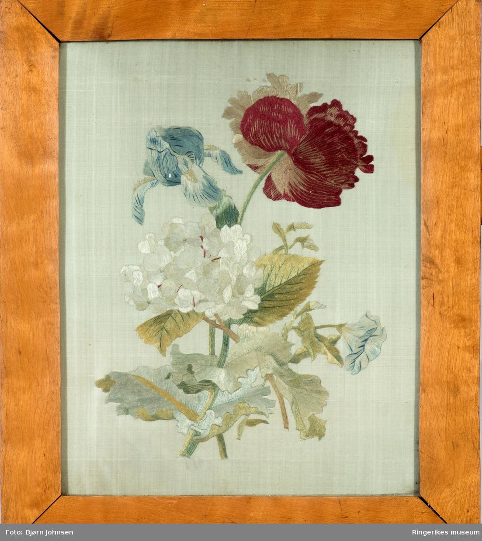 Blomsterbukett med rose, lilje og hortensia og bladverk