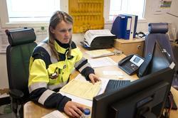 Litt kontorarbeid hører med for prosesstekniker Annelise Tje