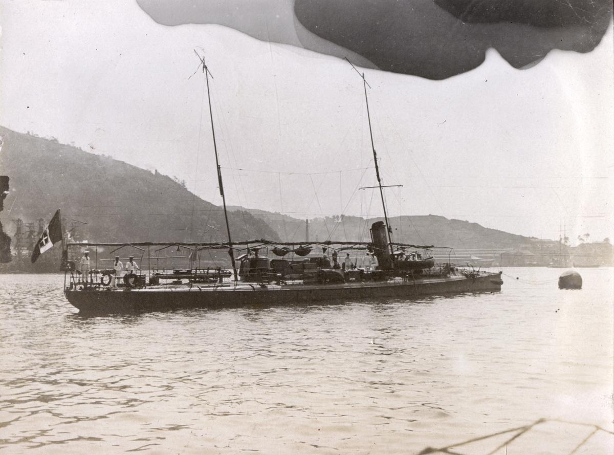 Eskortfartyg vid ubåten HVALENs avfärd?