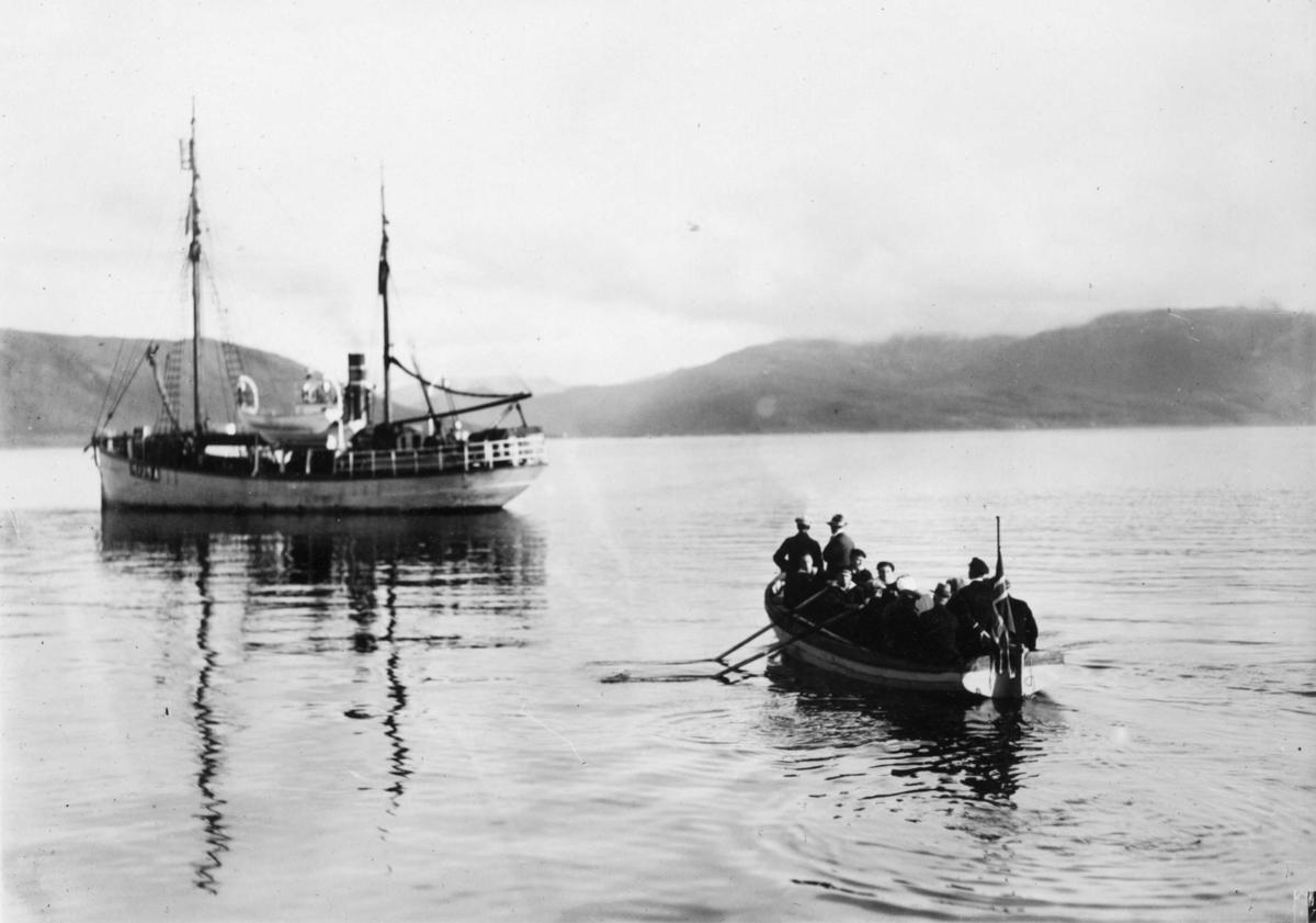 Undersökningskommissionen på väg ut till Bratvaag morgonen den 2 sept 1930.
