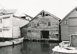 Eksteriørbilder i serie av Brune-buda i Fosnavåg.