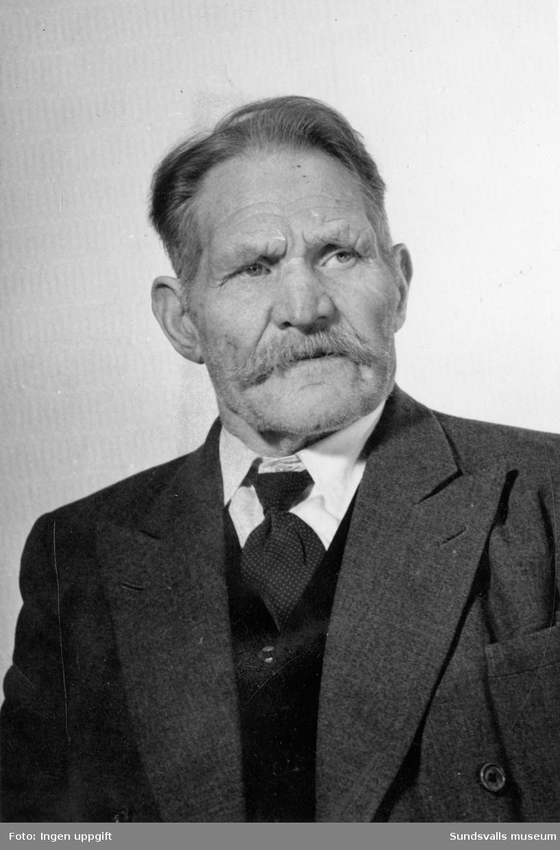 Konrad Engström (1878-1962). Bosatt i Älva, Alnö. Arbetade bl a som sågverksarbetare, fiskare, fiolspelare, amatörkonstnär, klockmakare m m.