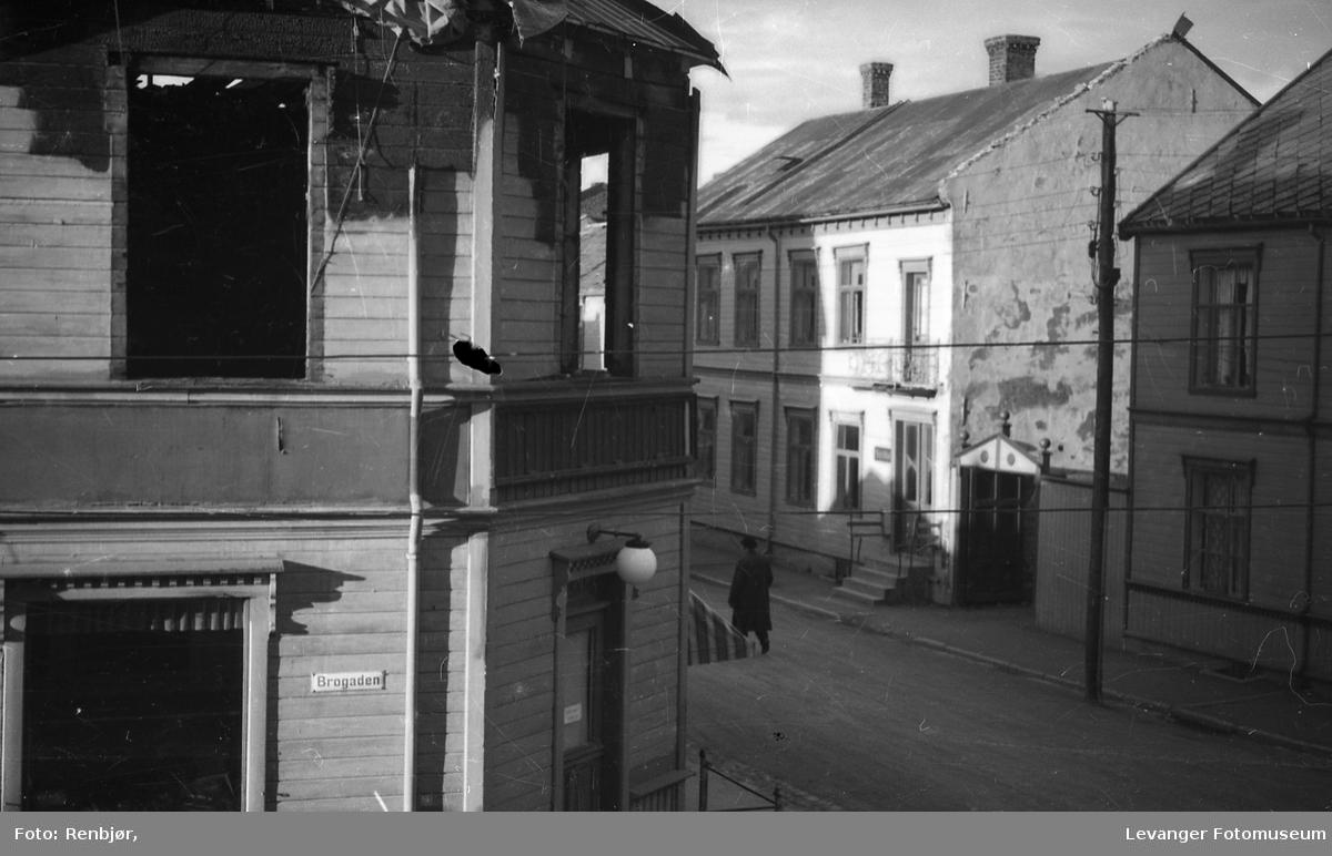 Leiknæshjørnet er brannskadd, bilde tatt fra vinduet i 2 etg fra Renbjør-gården.