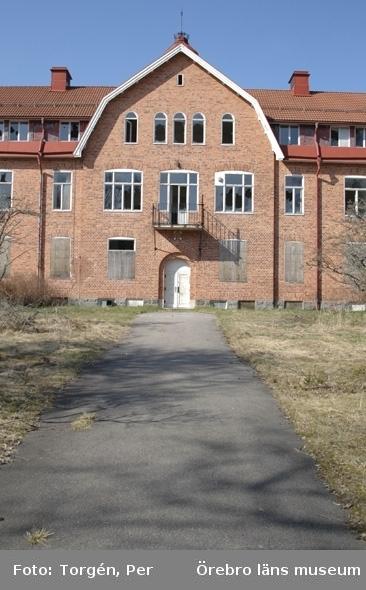 Dokumentation av Garphyttans sanatorium, södra fasaden.27 april 2005.
