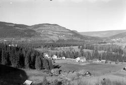 Fåberg og Jørstadgrenda sett fra Husebakken. Fåberg kirke.