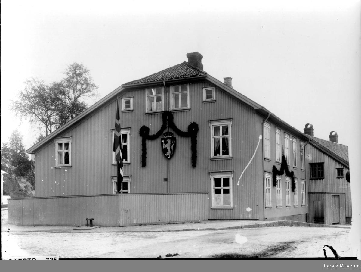 Hus, gate