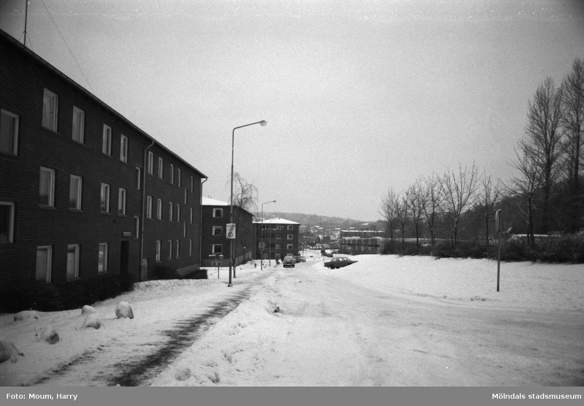 Våmmedalsvägen i Kållered vintern 1984.  För mer information om bilden se under tilläggsinformation.