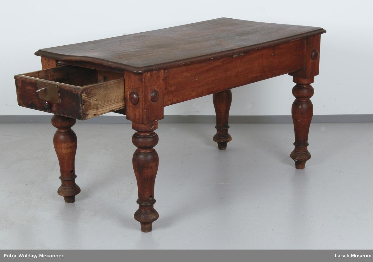 Kahyttbord med 4 dreide benl