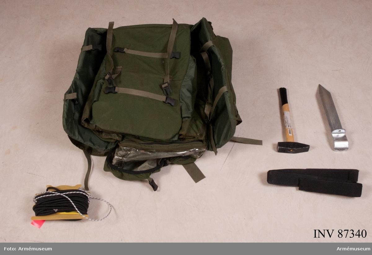 """2 st större ryggsäckar innehållande luftfarkost i smådelar samt verktygssats """"Toolkit F9737-000053, gummirep och verktyg för fastsättning av gummirep i mark. F9737-000027 Vindmätare F9737-000022 Stativ, Tripod Assy F9663-000946 Kompass m Hållare F9663-000947 Kompass, Plastimo IRIS 50 F9663-000948 Kompasshållare"""