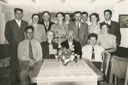 Familie på Tunheim bruk 11. Bak frå venstre Torstein Taksdal