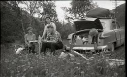 Sommarferien 1961. Rast ved Drivstua på Dovre. Frå venstre B