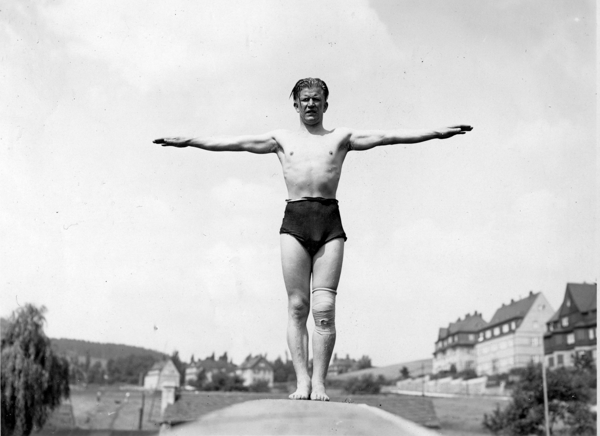 Norwegian athlete Birger Ruud doing summer training in Aue in Germany 1933