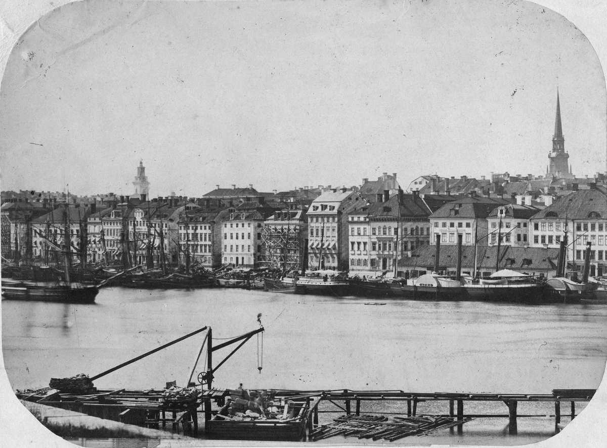 Vy över hamnen vid Skeppsbron Gamla Stan Stockholm, 1860-61.