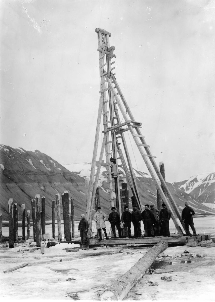 Sveagruvan. Pålning, kajbygget 1918.