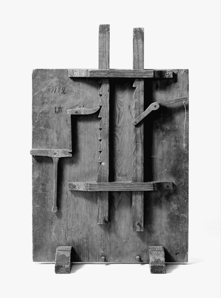 Modell ur Polhems mekaniska alfabet. Text på föremålet: N:o 2, LIX, LX Två stycken spärrmekanismer för kuggstänger.