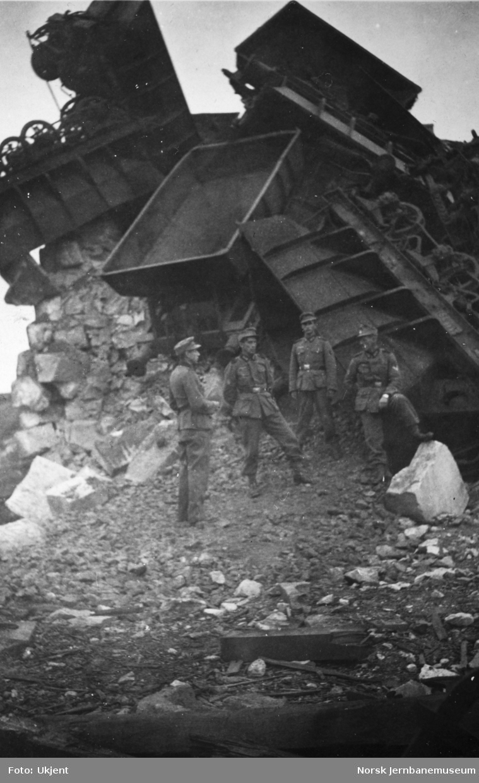 Ødeleggelser på malmbanegården i Narvik