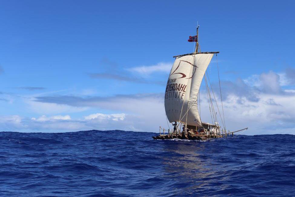 Flåten Tupac Yupanqui i medvind. Foto: KonTiki2-ekspedisjonen.