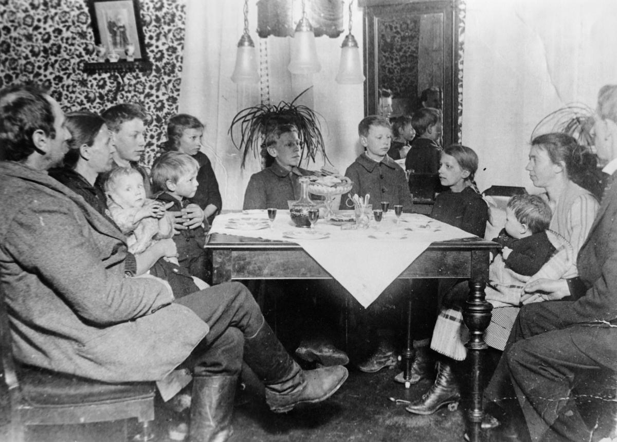Påskebesøk (?) på Ruud Nordre ved Bjørkelangen ca. 1920