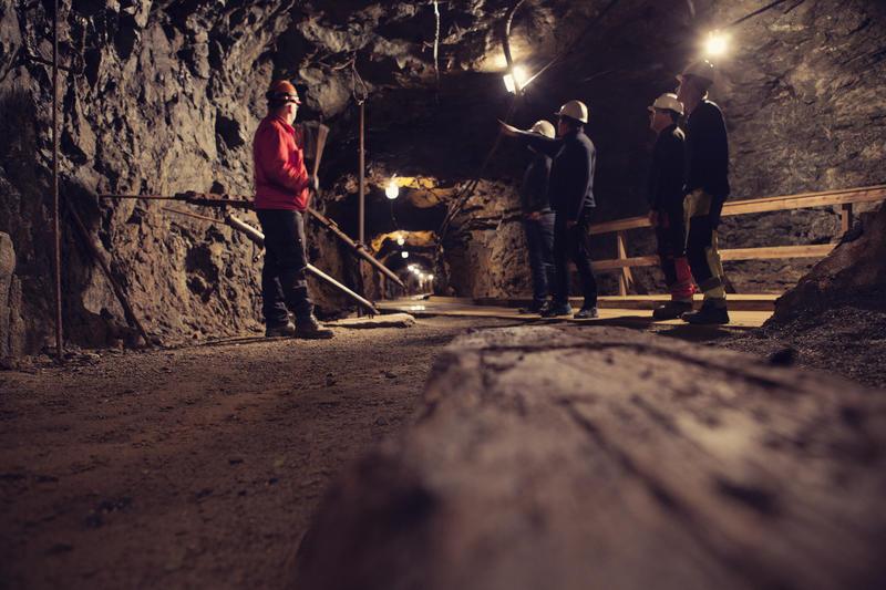 På omvisningsrunden i Gammelgruva stopper vi opp og forklarer om driftsmetoder i gruva gjennom 333 år med gruvedrift