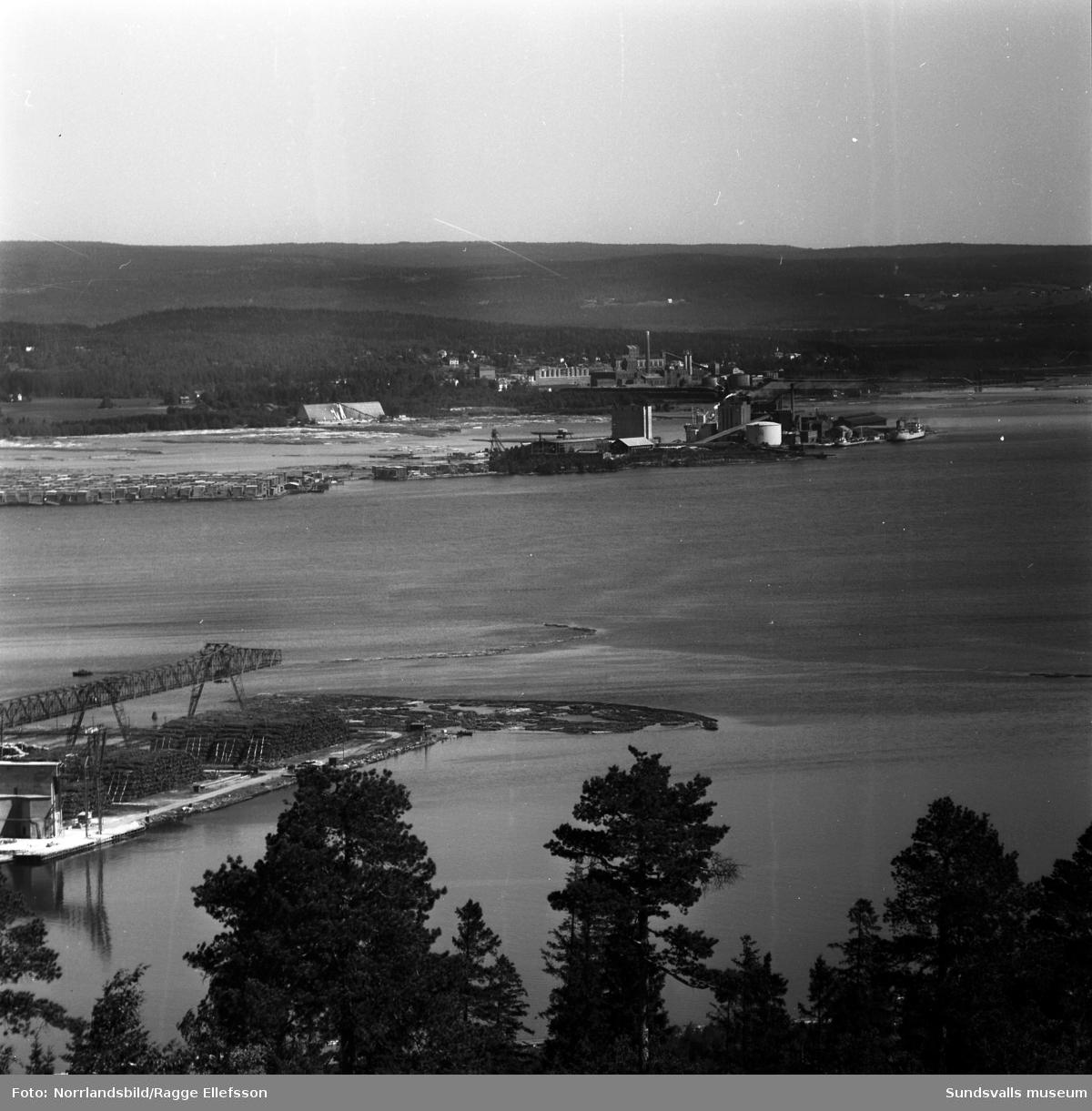 Vivstavarvs och Fagerviks fabriker fotograferat från Skönviksberget.