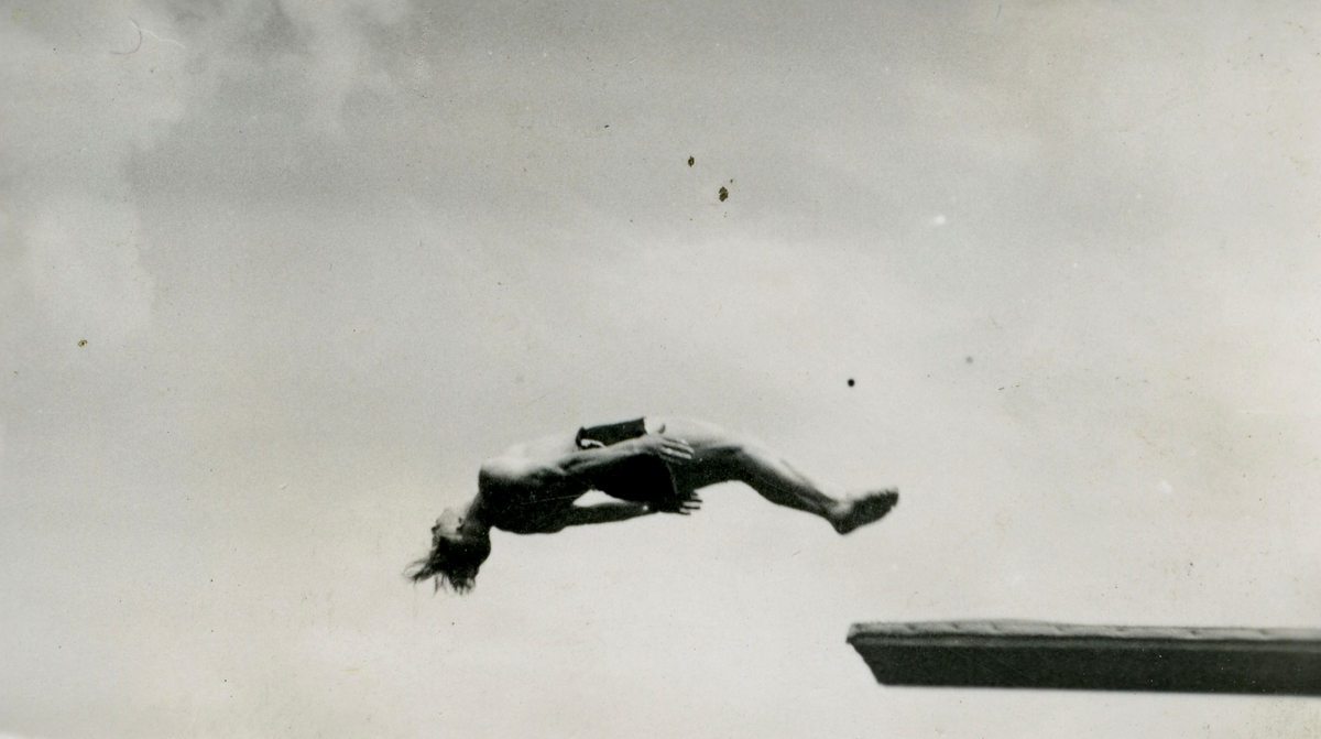 Athlete Birger Ruud diving - 3