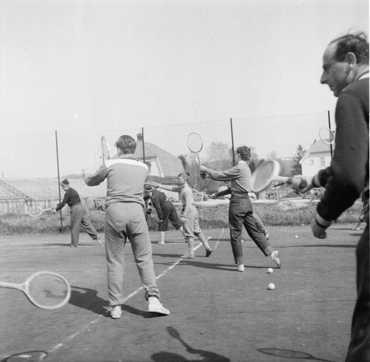"""Vardens arkiv. """"Tenniskurs på Falkum""""  02.05.1954"""