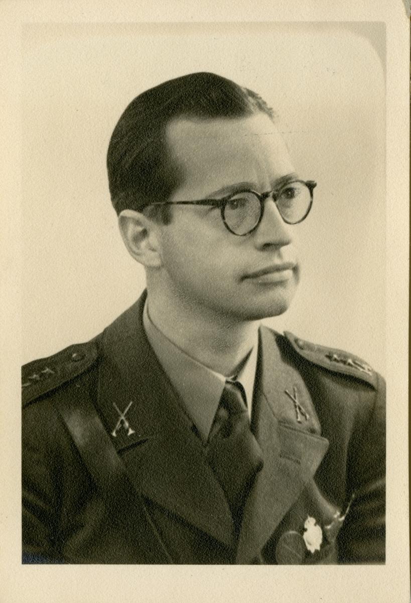 Porträtt av Bertil Fredrik Viktor Thunberg, löjtnant vid Hälsinge regemente I 14.